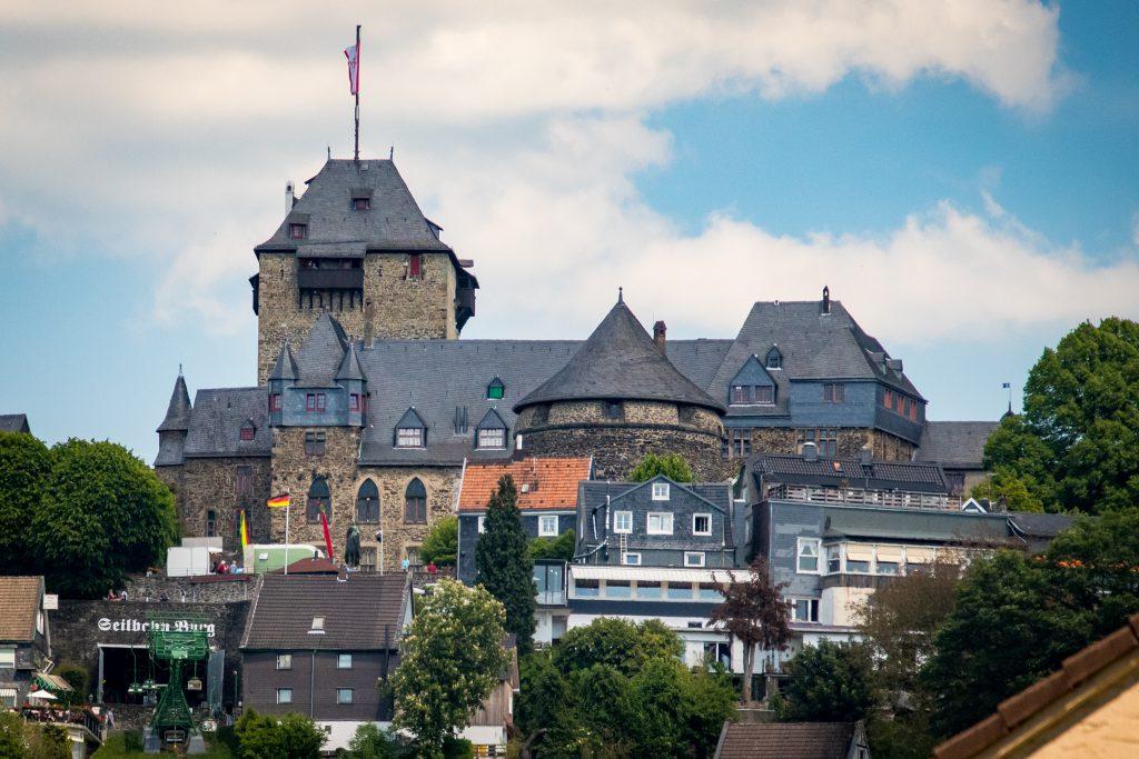 Fahrradtour im Bergischen Land - Schloss Burg von Solingen Unterburg aus gesehen