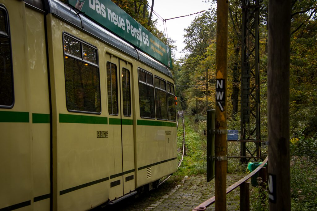 Wandern an der Strecke der Bergischen Museumsbahnen e.V.