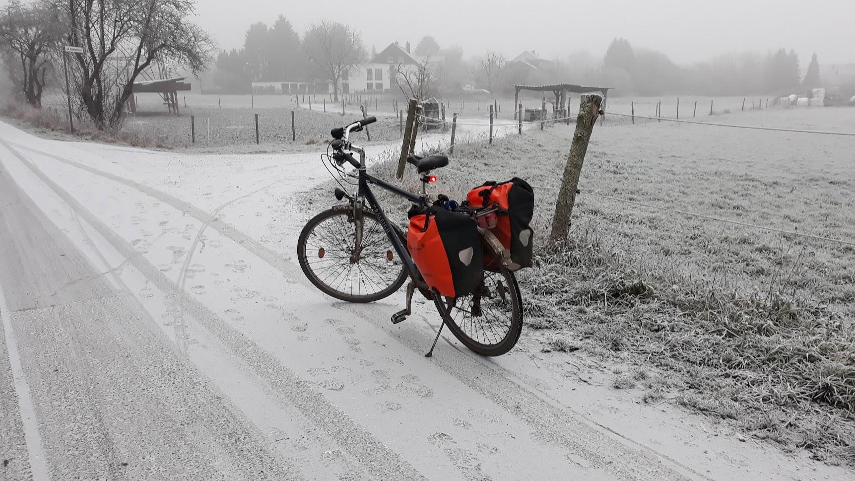 Fahrradfahren im Schnee als Fahrradpendler im Winter