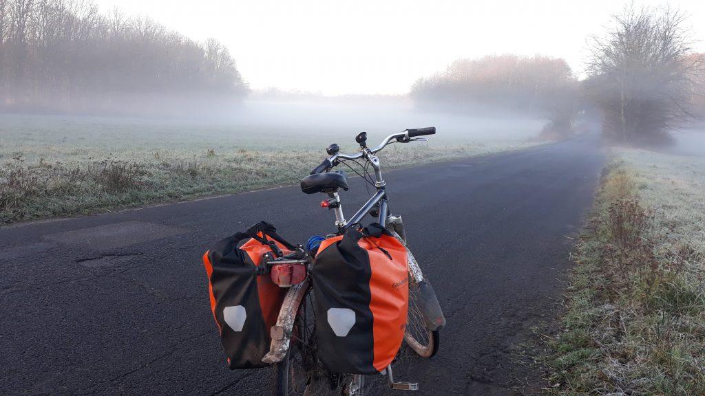 Aus dem Leben als Fahrradpendler - leichter Morgennebel auf der Strecke