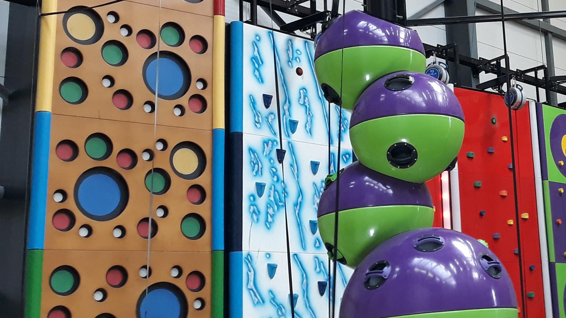 Hoch hinaus in der Indoor-Kletterhalle Neoliet Easy-Climb Essen