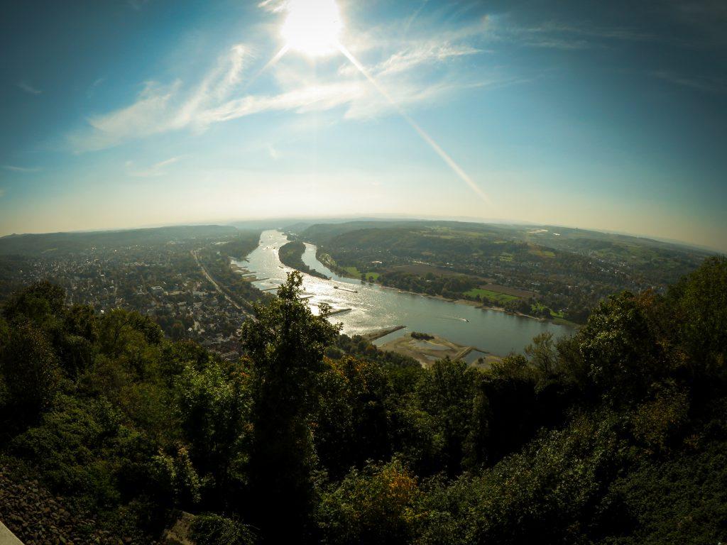 Köngswinter - Drachenfels - Blick vom Drachenfelsplateau Richtung Mittelrheintal