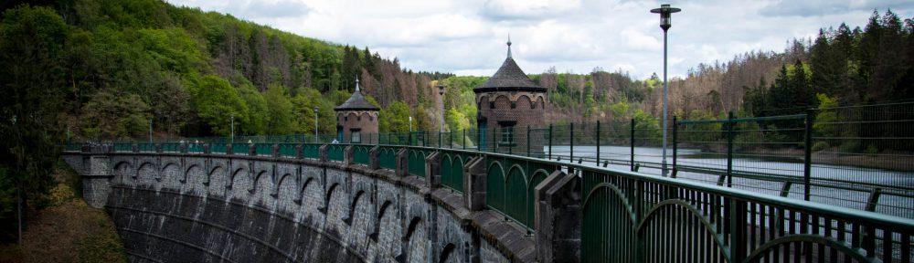 Wandern rund um die Sengbachtalsperre - Staumauer
