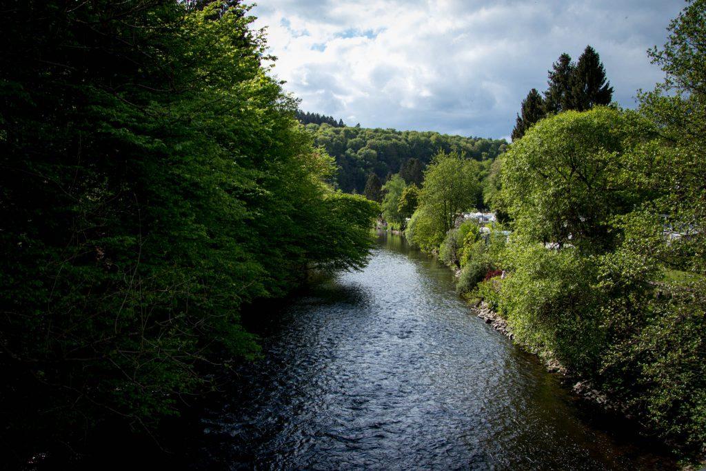 Wandern rund um die Sengbachtalsperre - An der Wupper in Glüder