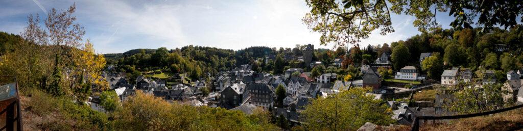 Wandern in Monschau - Blick vom Panoramaweg über Monschau