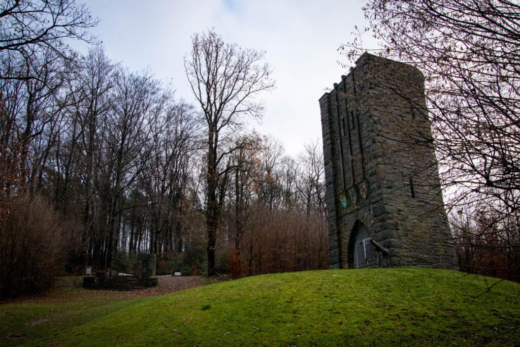 Wanderung rund um Schloss Burg - Ehrenmal Bergisches Feldartillerie-Regiment 59
