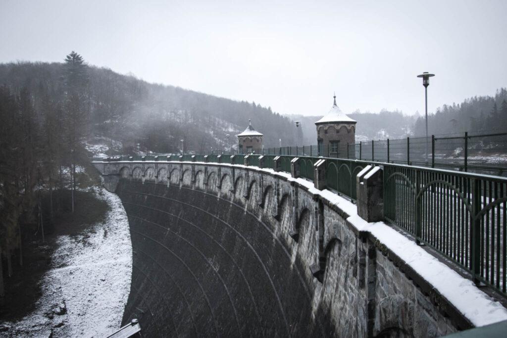 Unterwegs auf einer kleinen Winterwanderung zur Sengbachtalsperre.